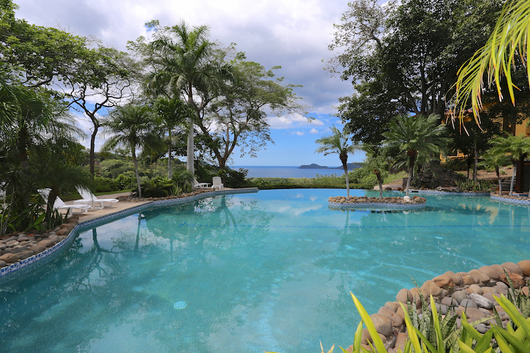 This pool is a reason to move to Costa Rica